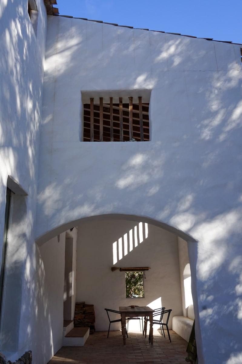 SALTADOR exterior main entry
