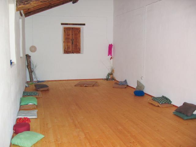 SALTADOR small Yoga Studio